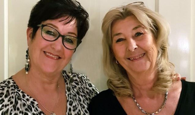 Astrid en Karin Veenbrink, de oprichters van de jubilerende Aussie-Trail line-dancers Montfoort. (Foto: privéfoto)