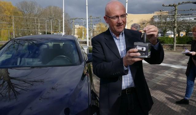 Veiligheidsadviseur Jan Maaskant met de sleutelbox.