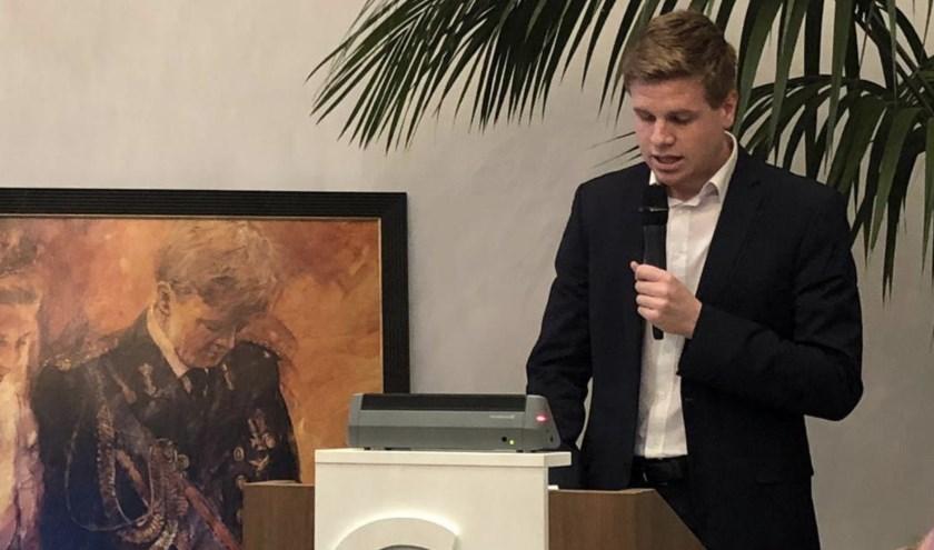 Leen-Jan van der Meer spreekt de gemeenteraad toe