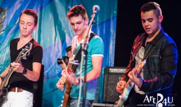 Eén van de 6 bands. FOTO: Ralf van Thuijl.