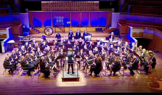 Voor Harmonieorkest Amicitia kwam een droom uit: spelen op het podium van TivoliVredenburg, met hun eigen dirigent - en kersverse papa - Michael Engelbrecht.