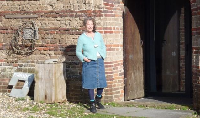 Beeldend kunstenaar Marjo Smits stelt 'haar' kerkje open voor een expositie van mede-creatieveling Madelon de la Porte. Zij stelt aan de Maasdijk in Dieden haar etsen tentoon tijdens een middag die muzikaal wordt omlijst door twee bands.