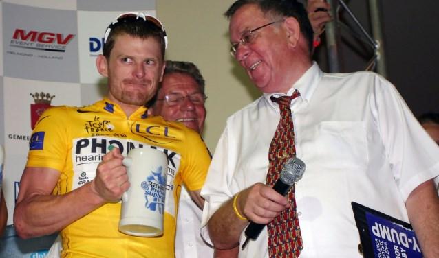 Jan Peeters (r) samen met Floyd Landis op het podium.