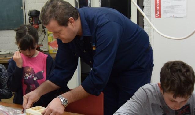 Frank Dols begeleidt de maximaal 12 tieners van Technika 10.