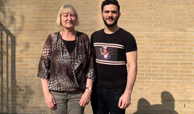 Anke Bonder en Shaheer Alzir bij de Internationale Schakelklassen van het Stedelijk Lyceum.