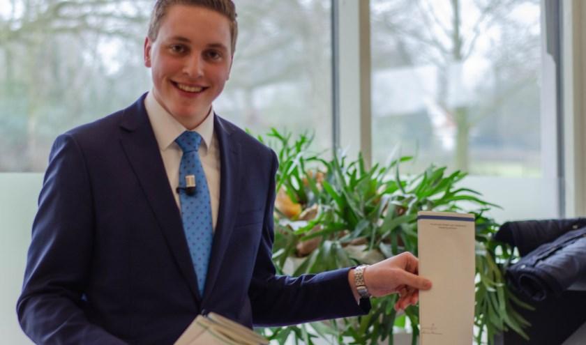 Van der Poel werpt zijn stembiljet in de stembus.