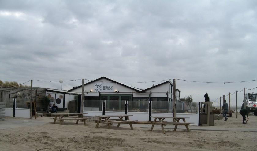 In de badplaats Kijkduin in Den Haag zijn de strandtenthouders weer klaar voor een nieuw strandseizoen