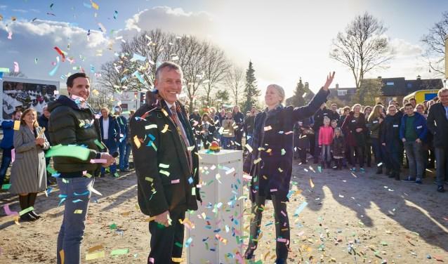 Een druk op de knop, gevolgd door een explosie van confetti markeerde de start van de bouw van de Wikselaarse Eng.