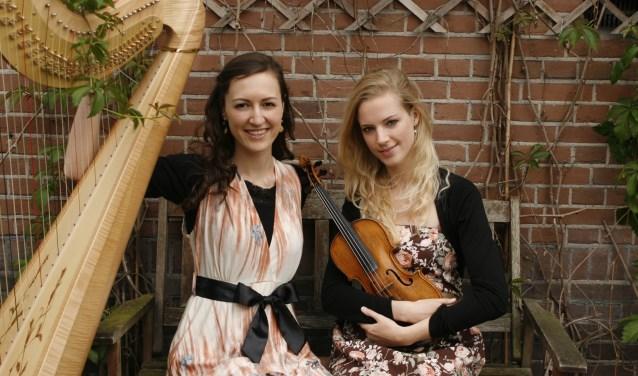 Merel Vercammen en Elizabeth Jaxon leggen een verband tussen muziek en wetenschap.