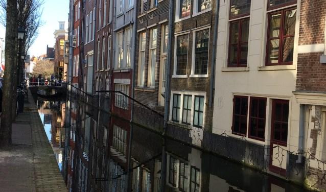 Grachtenhuizen aan het water