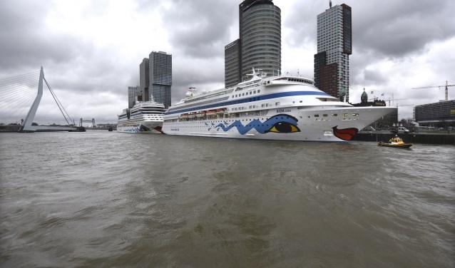 Donderdag 7 maart opende de AIDA Cara het cruiseseizoen voor Cruiseport Rotterdam. Dit jaar komen er méér dan 100 cruiseschepen aan in onze stad. (Foto: Ries van Wendel de Joode)