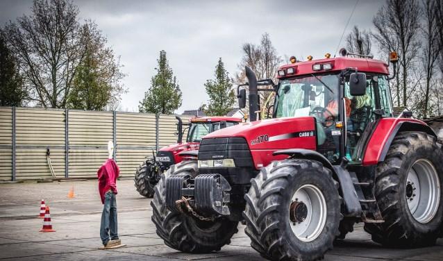 Er wordt geleerd hoe je veilig om kunt gaan met landbouwverkeer. (Foto: Privé)