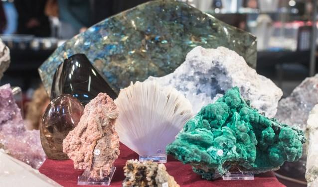 Prachtig gekleurde stenen, schelpen, fossielen en mineralen.