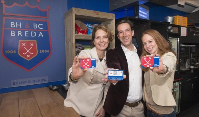 Het clubhuis van de bijna 1.600 leden tellende hockeyclub Breda aan de Burgemeester de Manlaan bij het Mastbos is vanaf nu 'cashless'. Betalen doen leden voortaan met hun clubcard. FOTO: BOYD SMITH PHOTO