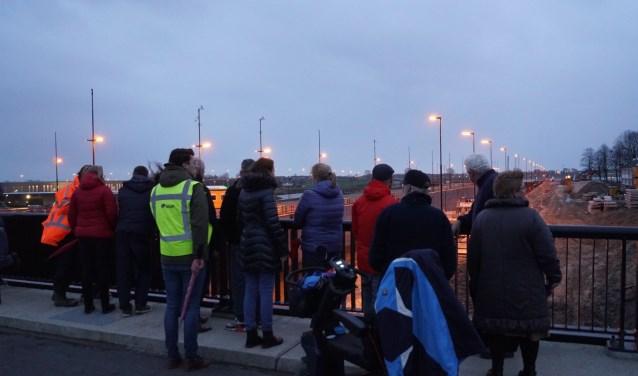 Buurtbewoners, RWS en SAS Vreeswijk bijeen om te praten over de hinder van de luidsprekers. RWS en SAS namen direct maatregelen. Foto: Naomi Wijling.
