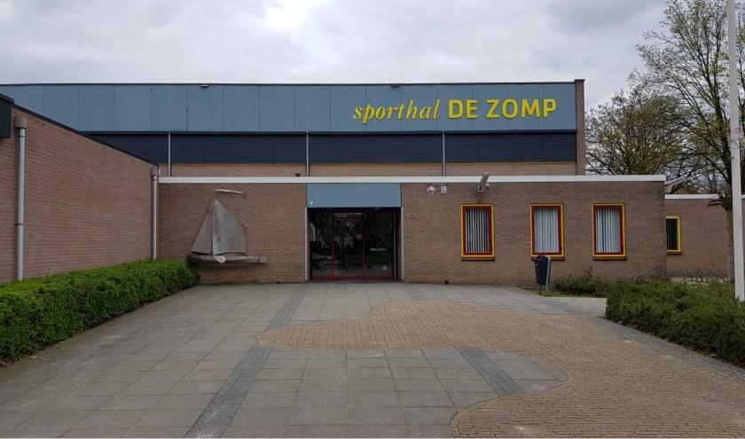 De lessen aangepast sporten zijn elke donderdag bij sporthal De Zomp in Enter. Foto: Jan Mulder.