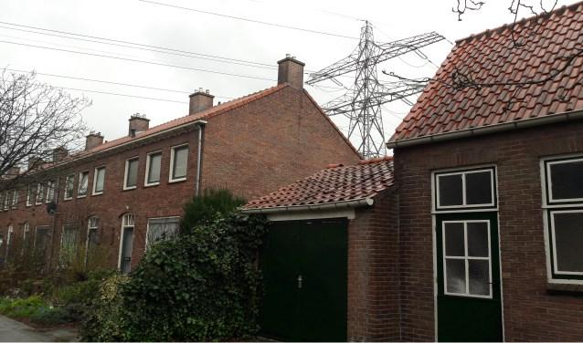 In een deel van Veenendaal zijn er nog bovengrondse electriciteitsmasten. Mogelijk gaan ze ondergronds. (Foto: Martin Brink/Rijnpost)