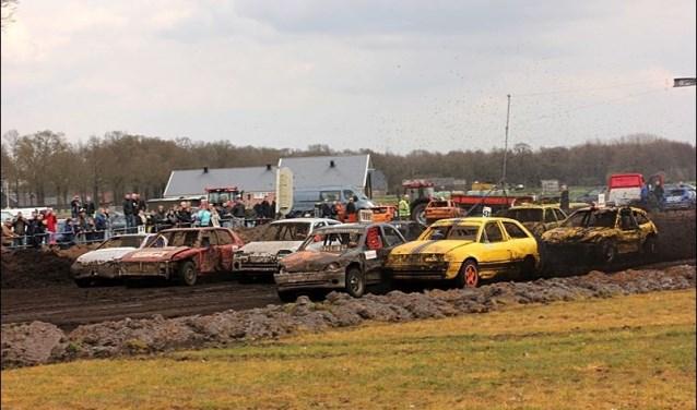 De autocross in Daarle staat garant voor plezier.