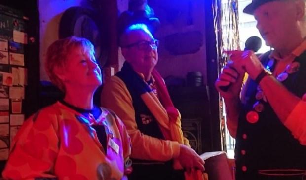 Dit keer werd de Slikker van Bijzondere Verdienste uitgereikt aan de vrijwilligers van Stichting zwemclub de Dobbertjes.