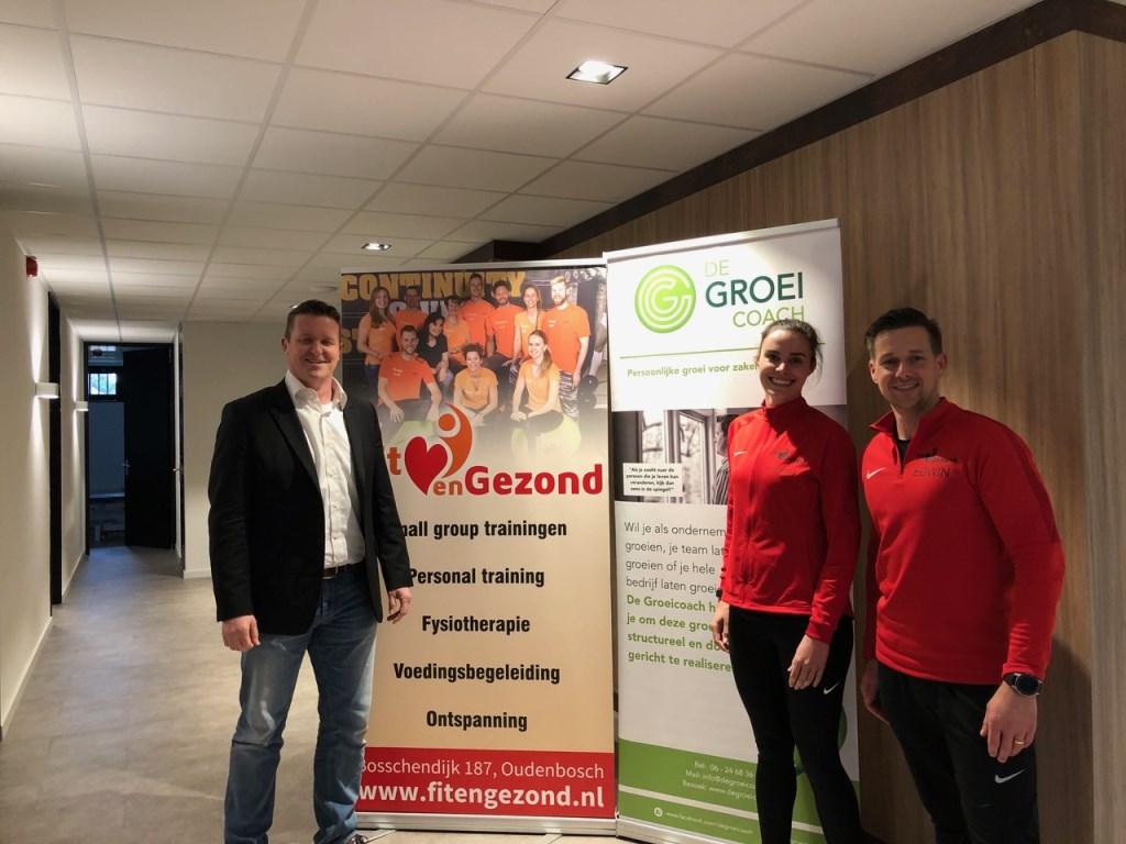 De bezegeling van de samenwerking met ondernemer Edwin Teunissen (Fit en Gezond) en ondernemer Raoul Rossou (De Groeicoach).  © Persgroep