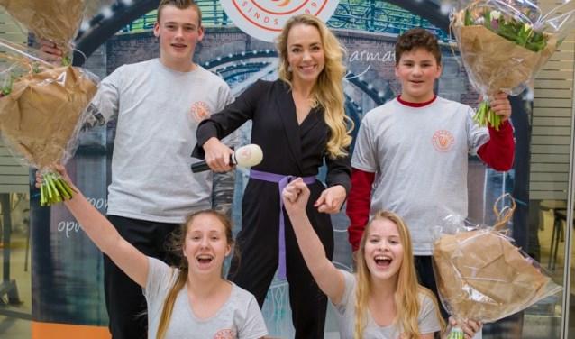 Het winnende team van het Montessori College Groesbeek tijdens de prijsuitreiking van de regiofinale van Vakkanjers in Rotterdam. (Foto: Olivier Huisman)