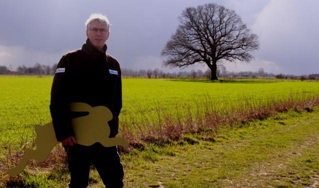 Jaap Starkenburg, directeur van Stichting IJssellandschap, bij de eik in de uiterwaarden bij Natuurderij Keizersrande in Diepenveen.