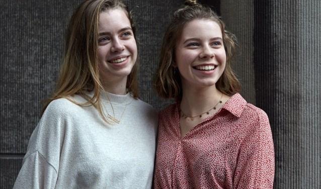 Lisa Wieriks en Lisa de Looff, leerlingen van het Stedelijk Gymnasium pakten de kans en maakten een tentoonstelling over het perfecte plaatje of hoe jongeren omgaan met Instagram.