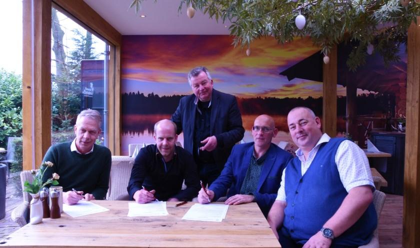 Van links naar rechts: Bart van Voskuilen, Gerjan van den Pol, Ben Schuit, Teunis van Winkoop en Henk Guliker