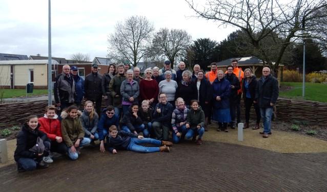 De totale groep deelnemers. Er kan terug gezien worden op een productieve dag waaraan met veel enthousiasme werd deel genomen. (Foto: Renske v.d. Burg)