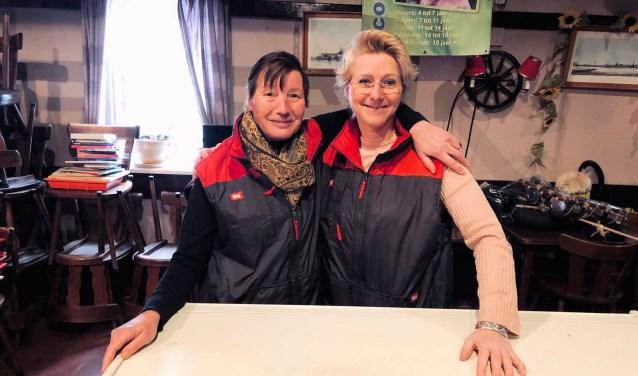 Medewerkers van de Dirk van de Broek supermarkt aan de Broersvest aan de slag als vrijwilliger bij de Scouting Tono-groep