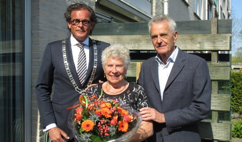 ''Het huwelijksfeest wordt binnenkort gevierd met de kinderen en kleinkinderen, op mijn 85e verjaardag.'' Tekst en foto: Ria van Vredendaal