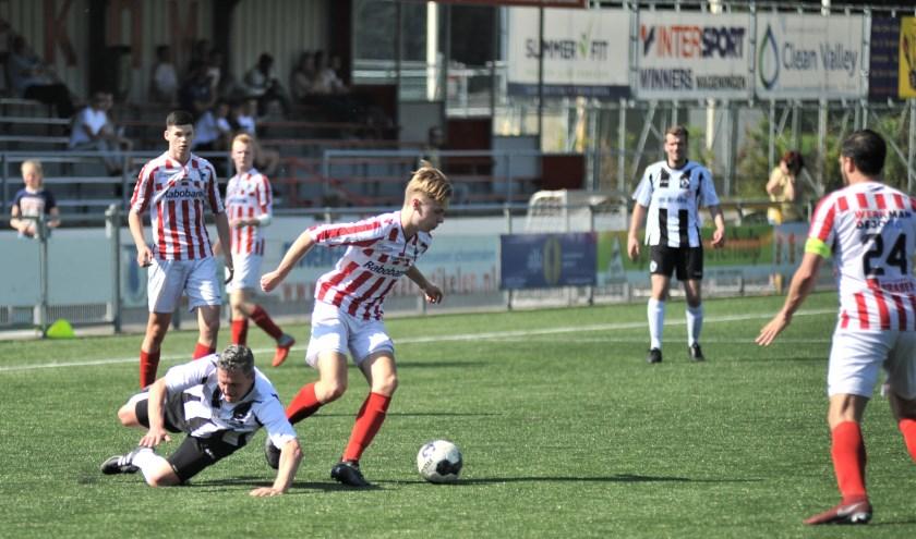 Jasper Slenters was steeds aanspeelbaar en schuwt ook het vieze werk niet. Foto: gertbudding.nl