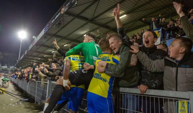 RKC Waalwijk heeft maandagavond voor een stunt gezorgd door thuis met maar liefst 4-1 te winnen van koploper FC Twente. De vreugde was dan ook groot. Foto: Thomas Palem Photography