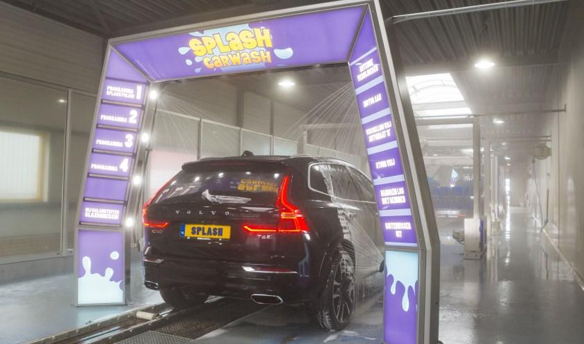 Splash Carwash zorgt niet alleen voor schone auto's, ze hebben ook oog voor hun medemens. Zaterdag 20 april steunen ze de crowdfund actie van Roy.