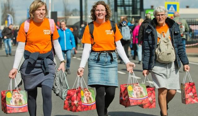 Na de tocht konden de ruim 34 duizend wandelaars verse aardbeien kopen voor thuis. (Foto: Mark Verwey)