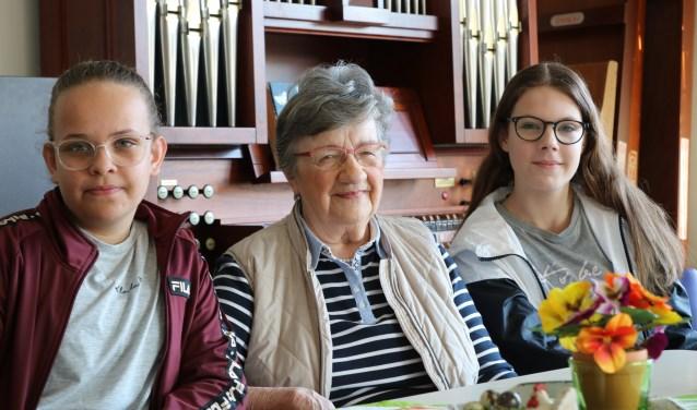 Voor dit project zijn ouderen uit de hele gemeente benaderd. Scholieren interviewen hen in de verschillende kernen. (Foto: Minne van der Heide)