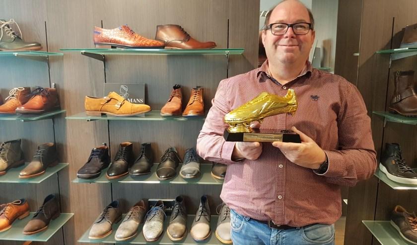 Rudi Wiendels van Hermans Schoenmode met de Gouden Schoen.
