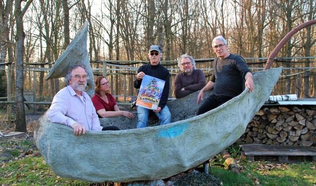 Veilig geland bij De Cultuurboerderij: organisatie Kunsteluck 2019 Jack van Tuyl, Jan Adriaans en Roel Blok en Gerard en Berdie Pasmans.