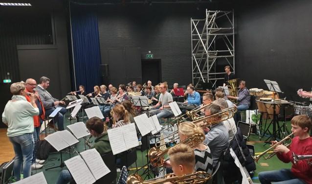 Muziekvereniging Volharding en de Goorse band Reflexxion repeteerden uiteraard voorafgaande aan het concert.