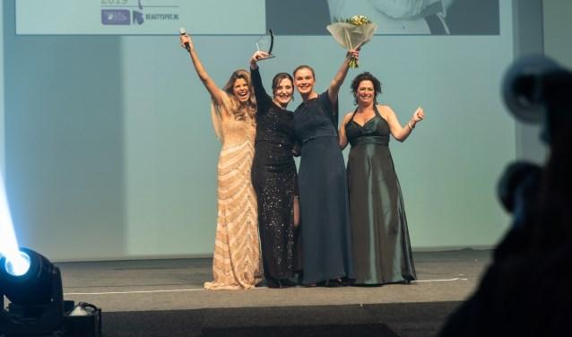 vlnr: Kim Kötter, Eva Gundlach, eigenaresse Beautiful Balance, Esmee Bruinse, huidcoach, Edith Naaijkens ( winnares 2018). (Foto: Lovely's)