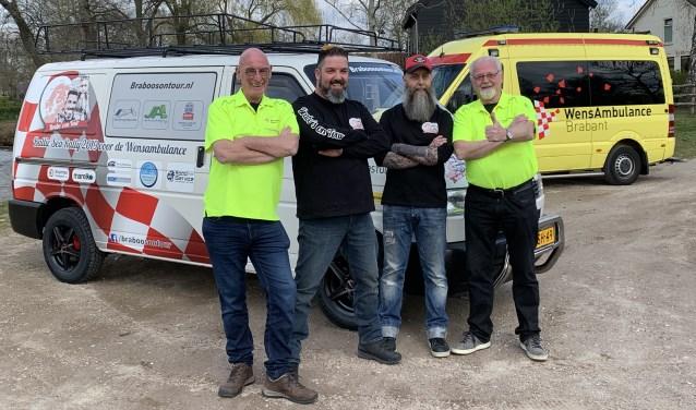 Pascal Delissen en Wilbert Raaijmakers, geflankeerd door vrijwilligers van de WensAmbulance Brabant. Foto: WéJé Producties