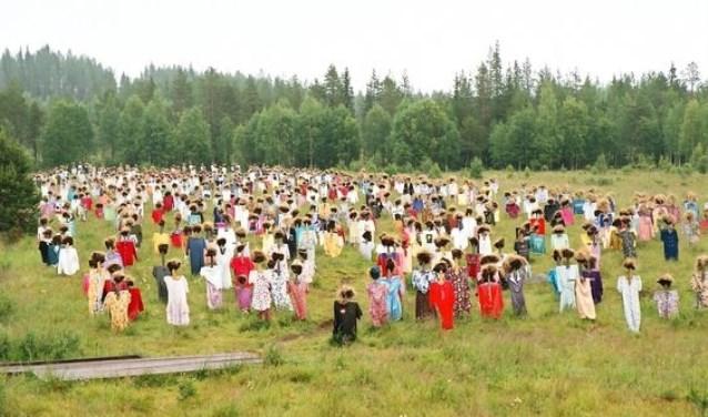 'De Stillen' gaat over een kleine gemeenschap op een geïsoleerd eiland.