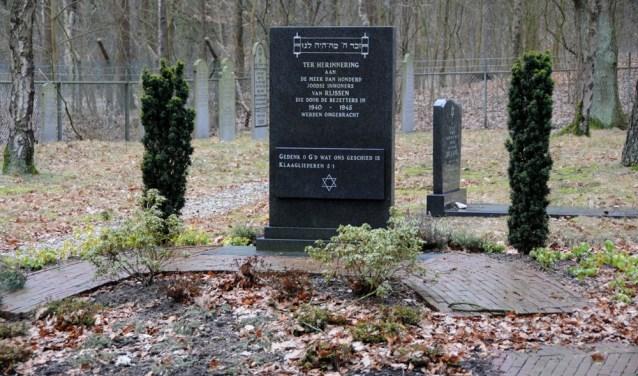 Het monument op de Joodse begraafplaatsaan de Arend Baanstraat. Het monument werd gerealiseerd door Joodse inwoners van Rijssen.