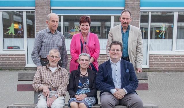 Staand van links naar rechts: Rob Eijgendaal, Astrid Schaper-Rutten, Kees Smit en zittend van links naar rechts Gilles van der Meij, Marian Versteeg en Peter Molenaar.