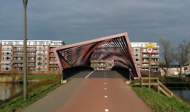 Oeververbinding De Twist (of populair gezegd: Wokkel) over de historische Vlaardinger Vaart krijgt een noodzakelijke opknapbeurt (Foto: Peter Spek).