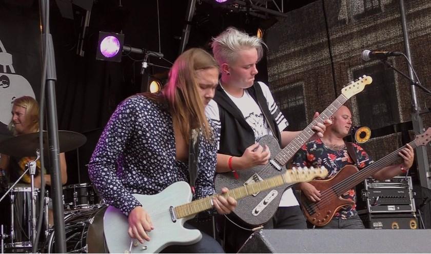 Leif de Leeuw Band treedt op in Ammerstol.