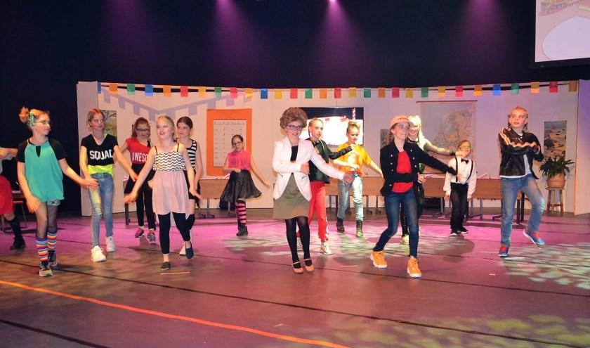 De musical speelde in een schoolklas en een snoepjesfabriek. Foto: Mimi van Rossem