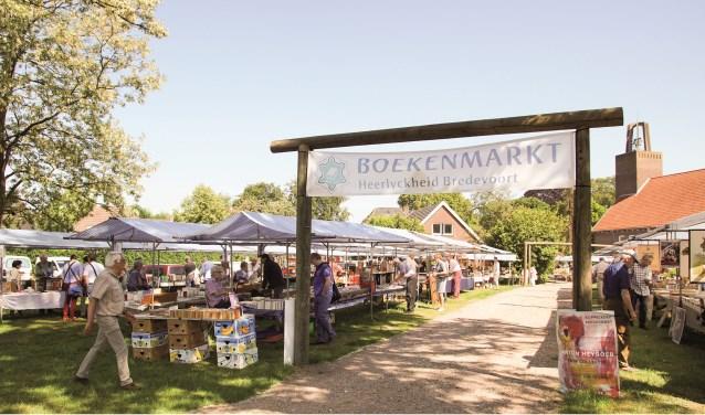 Boekenmarkt bij de Koppelkerk