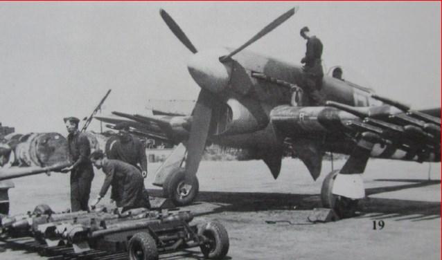 Een vliegtuig van het type Hawker Thyphoon.