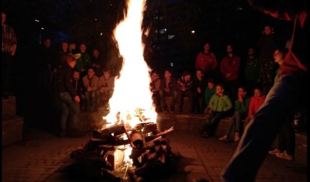 Kampvuur met alle jeugdleden van Scouting van Brederode